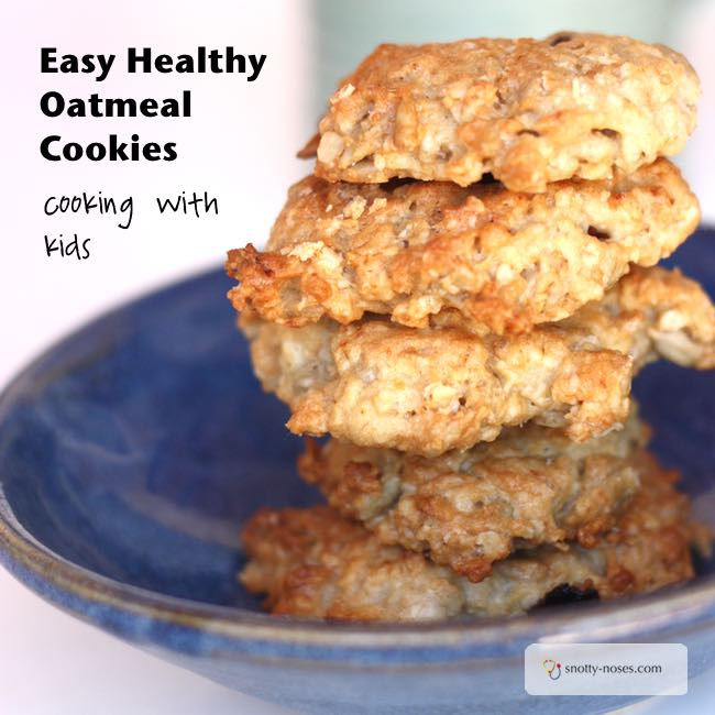 Raisin Oatmeal Cookies. A perfect recipe to cook with kids.